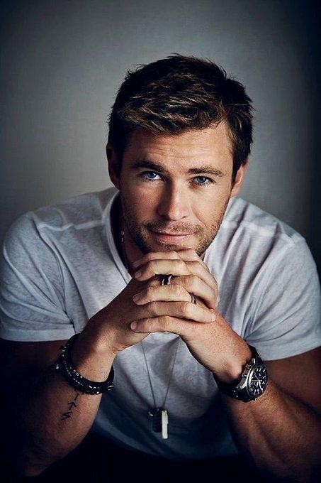 Happy birthday to the love of my life aka Chris Hemsworth who is aka the seductive god of thunder!