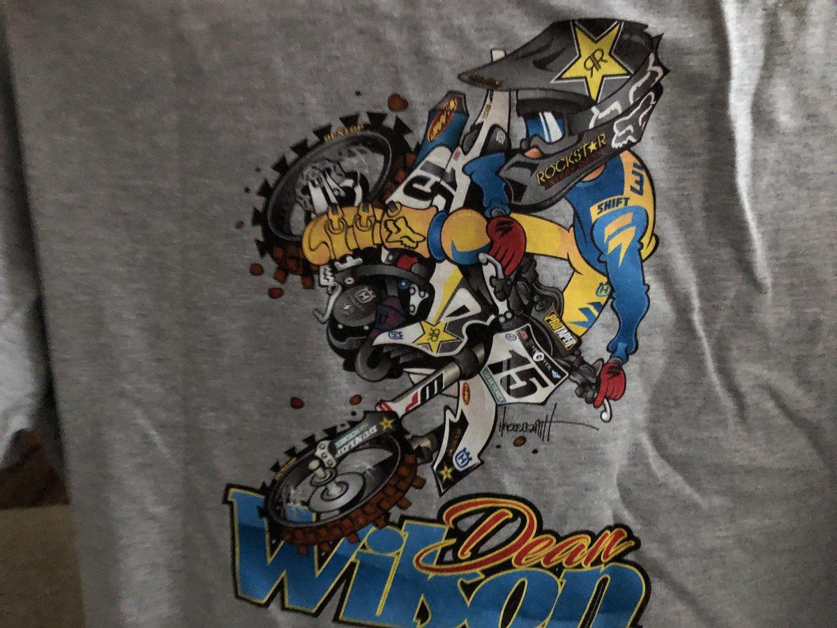 RT @robertgowdey: @DeanWilson15 Love my new shirt!!! https://t.co/iRnkbhgTYM
