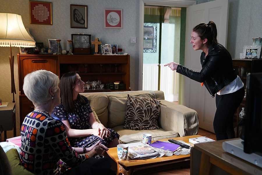 EastEnders Spoilers: Bex SLAMS her mum and breaks down over Shakil's