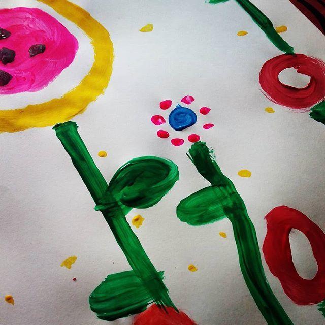 Preparando talleres  #kidsart #painting #flower #colors https://t.co/j5IJwYbEzd