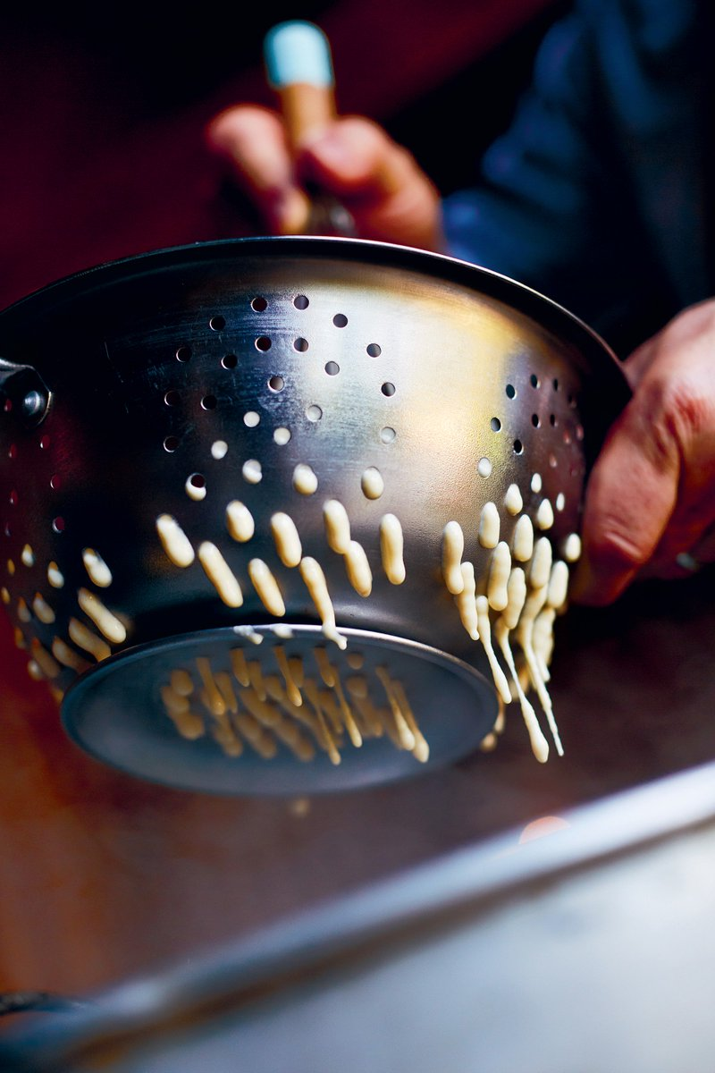 STEP 2: Use a regular metal colander with 1/2cm holes, which you need to hold under cold running water before using. https://t.co/9KlCkpMOyp
