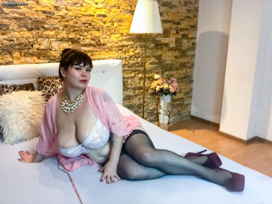 I'm feeling HOT and looking HOTTER - come and see me on cam now at #AdultWork.com f4zS7KS7MT