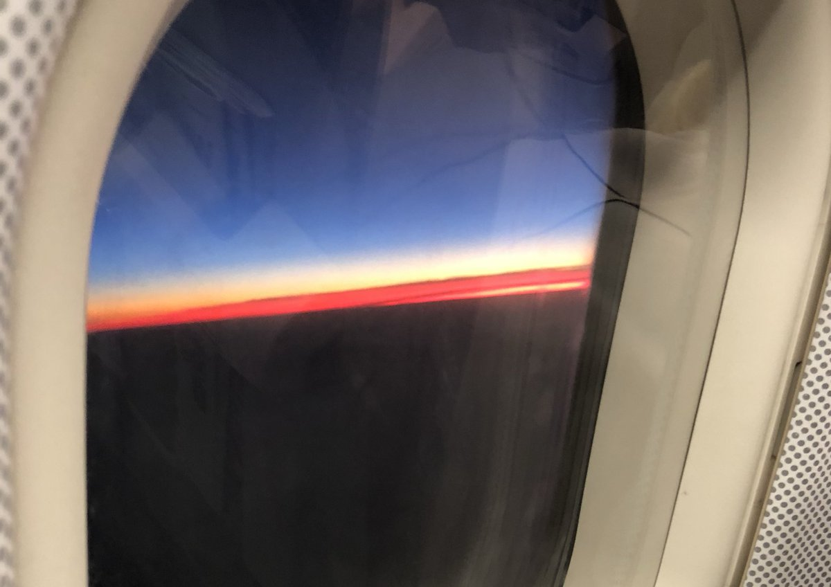 2 pic. This amazing sunset flying back from Cologne! Short flight just landed xxxx ewVI