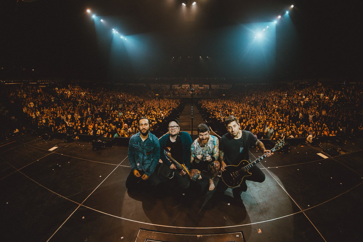 And just like that the #MANIATour is over 😭 https://t.co/VXTFKW3bb6