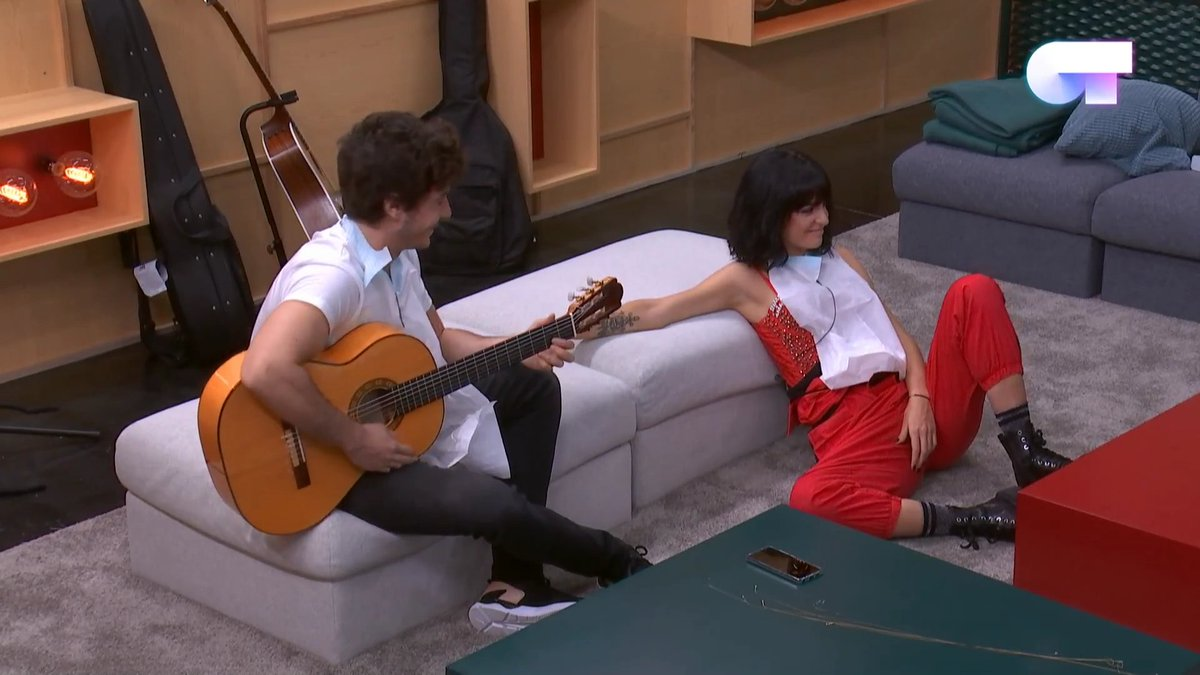 RT @soyteamariconas: bisexuals can't sit straight pt II #OTDirecto17OCT https://t.co/wCWef7gQaQ