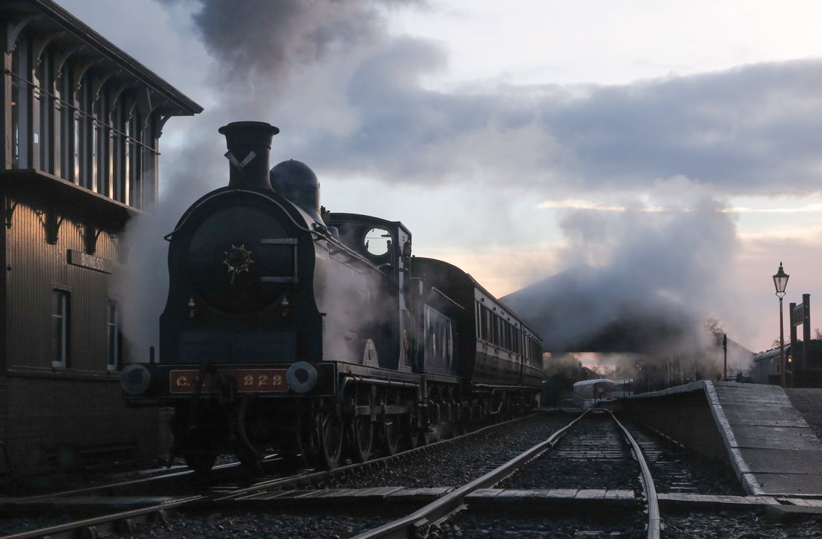 test Twitter Media - RT @SirHectorMunro: Caledonian 828 leaving Bo'ness Station.   @bonessrailway @srpssteam https://t.co/sfONyFvUCq