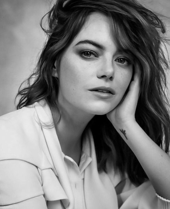 Happy birthday to emma stone! one of my favorite actresses!