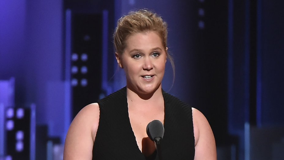 Pregnant Amy Schumer hospitalized for nausea, cancels comedy shows