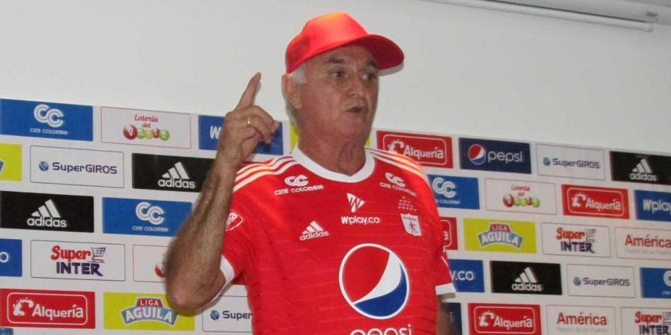 RT @futbolred: 'Pecoso' Castro le niega la posibilidad a Dayro Moreno de llegar al América  https://t.co/3QlixxufH6 https://t.co/IGH3m14KY4