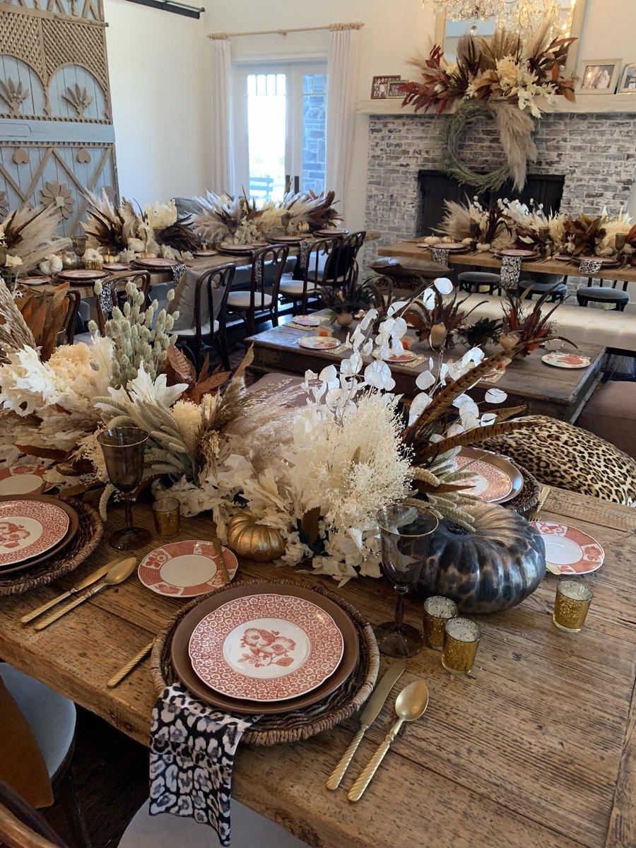 Thanksgiving table dreams ???? https://t.co/RrDXpzK5M2
