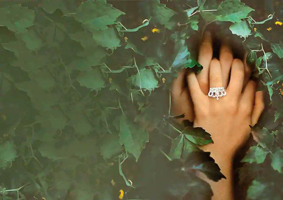 Pageants for married women raise difficult questions about gender https://t.co/8GpWcUfKJR  By @rehana_munir https://t.co/dgjV4tNPQN