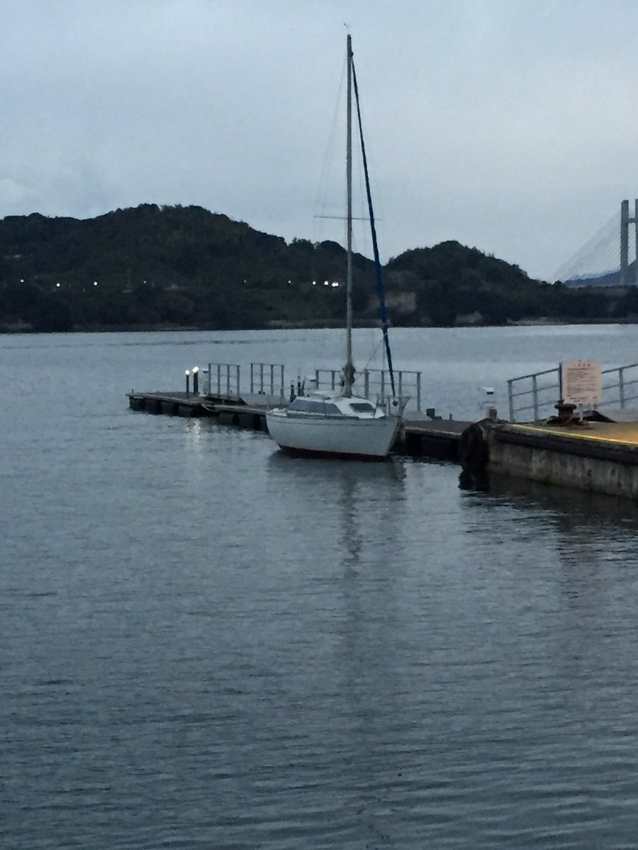 海の駅  ゆげ 航海の途中で一泊しましたが シャワーやコインランドリー 水道 電気と設備も整っててなおかつ安い。 貸切の桟橋は チヌ釣り好きな私には 竿を出したいロケーションでした。 https://t.co/AEdIzzR0rj