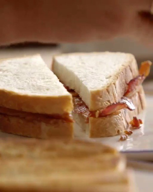 How do you like your #BaconSandwich?  #Hello2019 https://t.co/7SLW1kJ9Qi