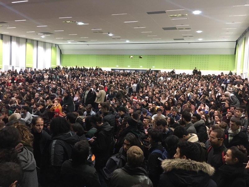 test Twitter Media - Je vois passer les photos des AG étudiantes (ici celle de Nanterre en ce moment même) et je me dis que la génération étudiante de 2018 est vraiment un très bon cru ! #GiletsJaunes #ParcourSup https://t.co/t8BQwP8eO4