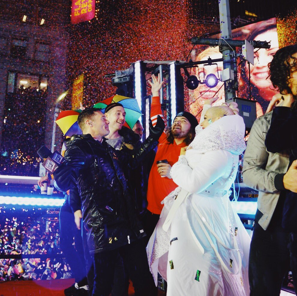 RT @RyanSeacrest: Rained in 2019. Happy New Year from all of us in Times Square! #RockinEve https://t.co/XiVrAlnxls