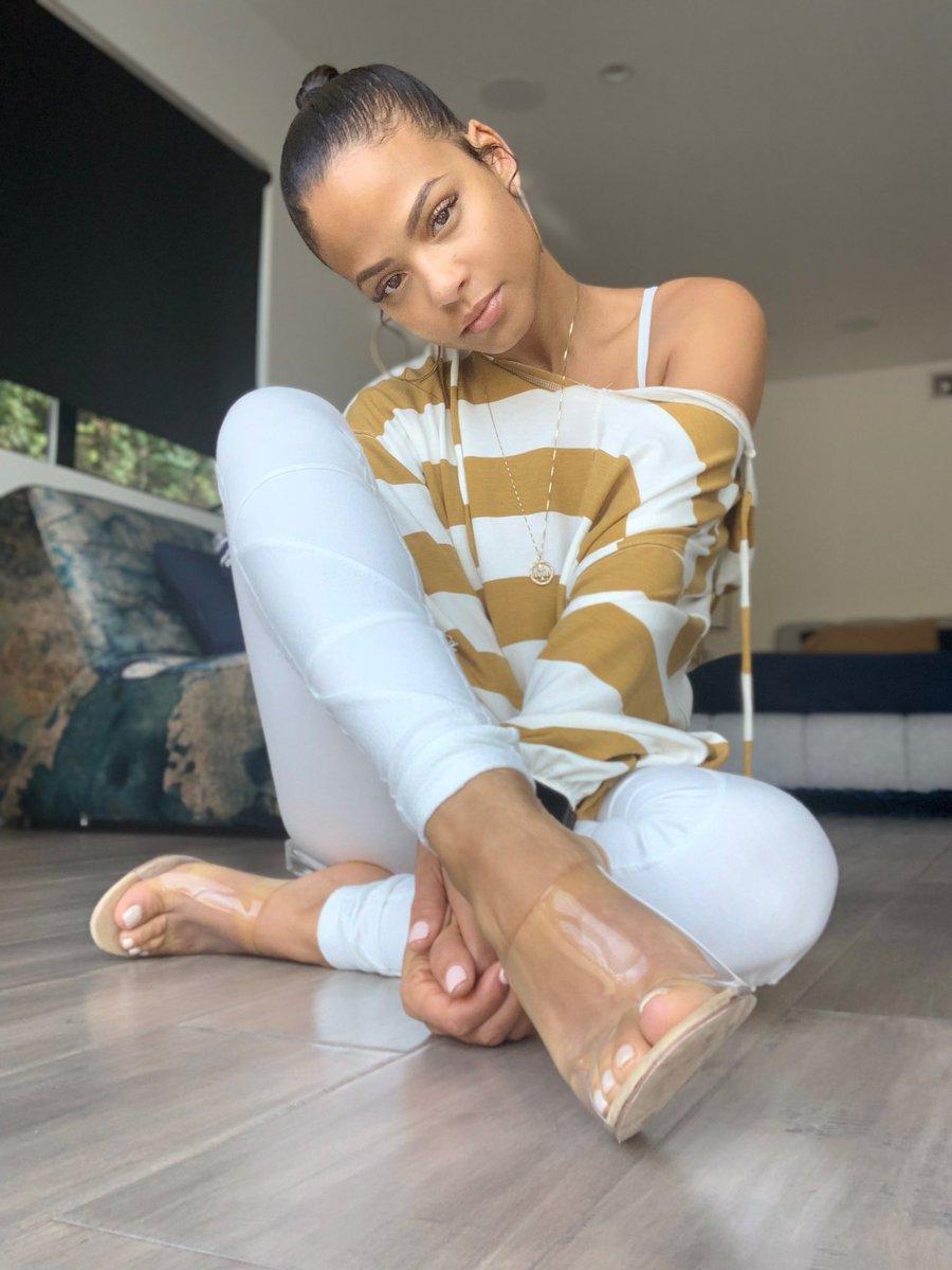 Have you seen my glass slipper? ✨ @FashionNova https://t.co/ifAm65mYkM