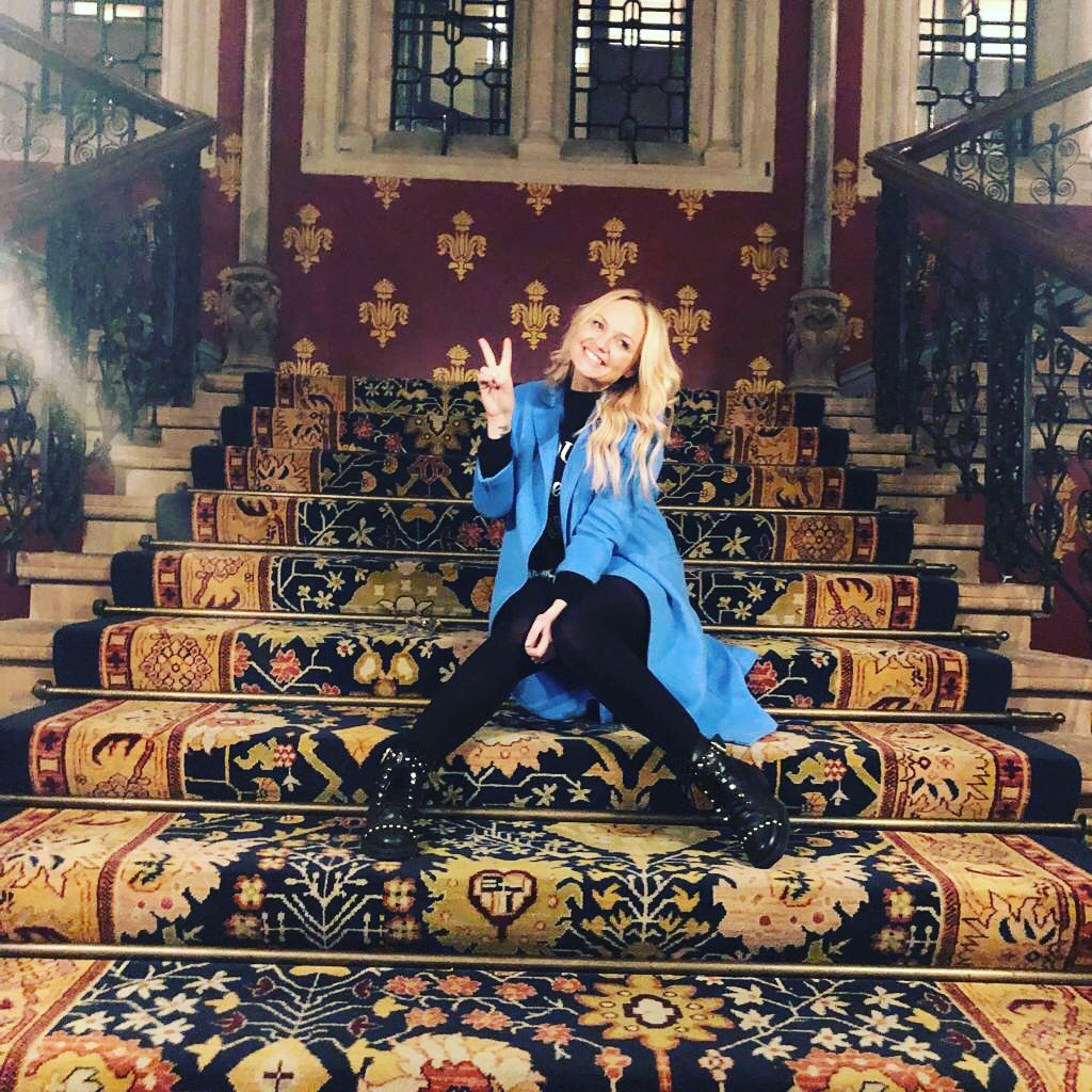 Visited a special place today with my babies! We danced on the stairs!! wannabe #memories https://t.co/D8WU2HPOb5