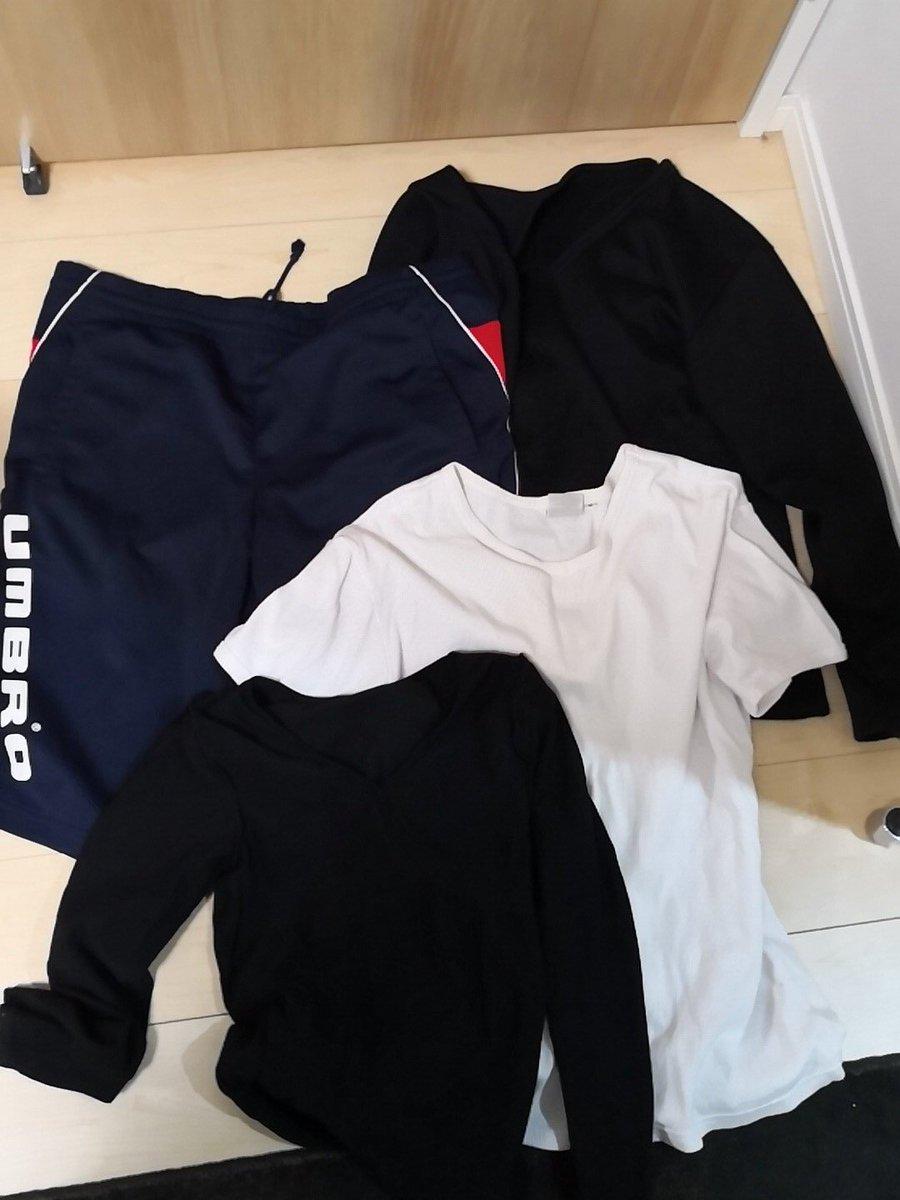 test ツイッターメディア - 2時30分  よく履いたハーフパンツ。 黄ばんだシャツ。 血流悪くなりそうな小さい防寒シャツ。 袖までいる?感の加圧シャツ。 タンクトップと半袖があるしおーけー。 ありがとう。 https://t.co/EIgKsteMEV