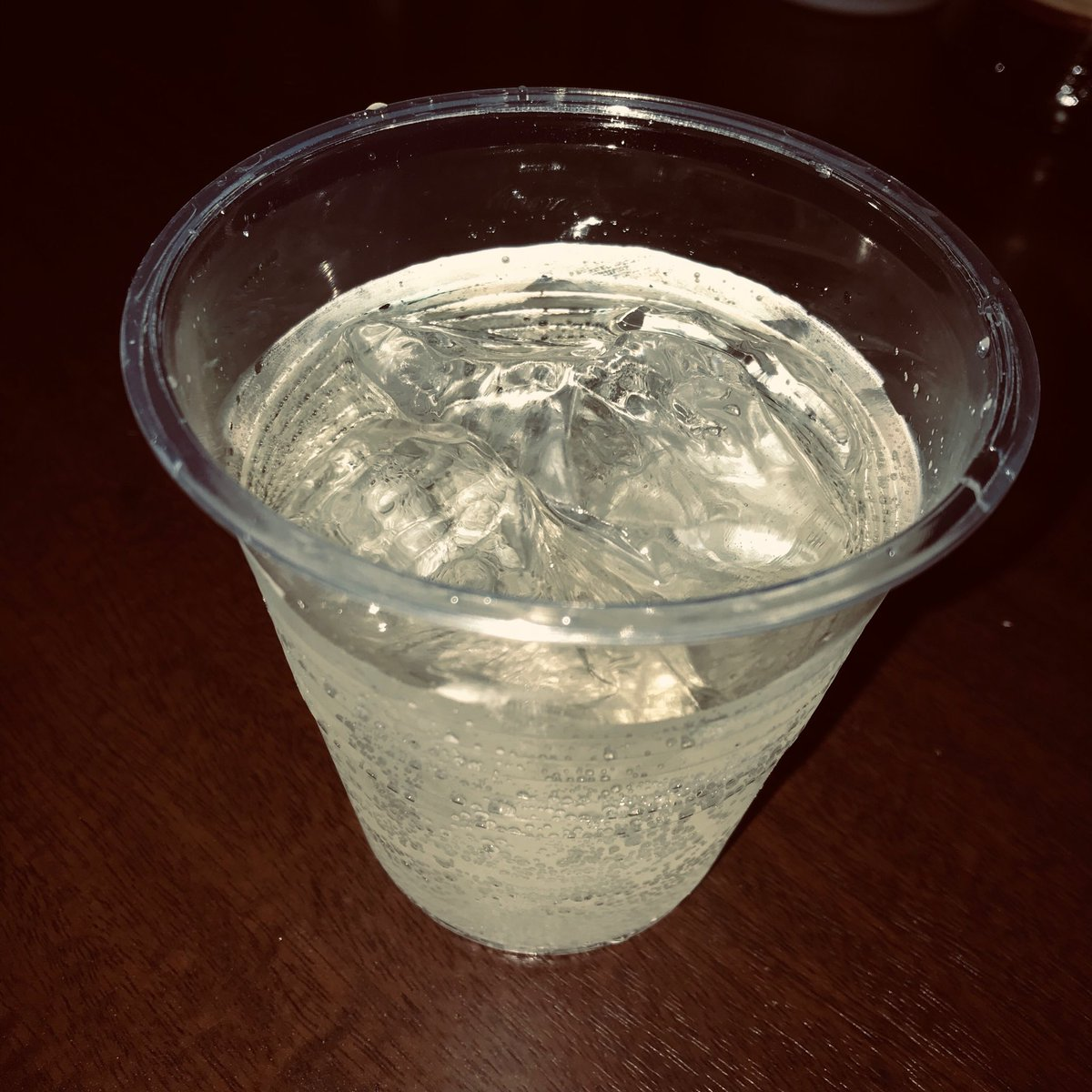 というわけで #ニジフリ Day1という名の #空想DD ですなう at Bar Caezar。ただいまFITTさんがプレイ中。...