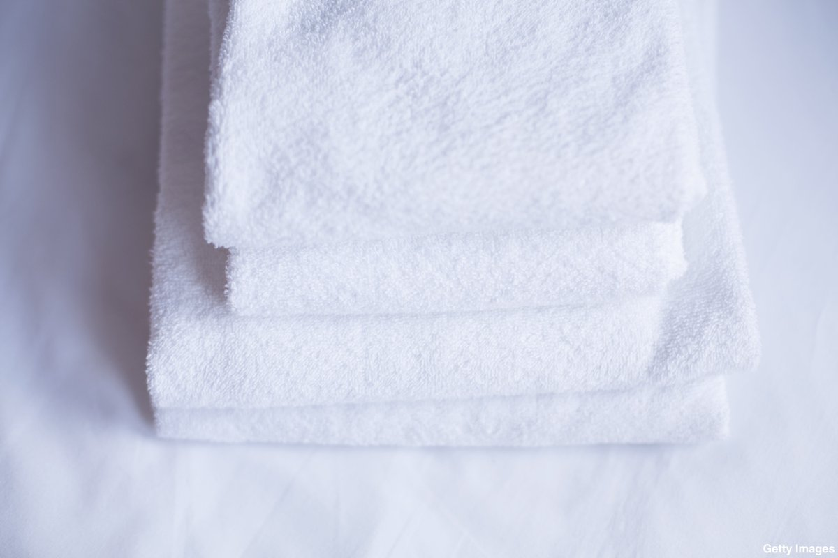 Twitter is currently obsessed with...bath towels? https://t.co/PpsFF91aql https://t.co/iuC29E5Lr9