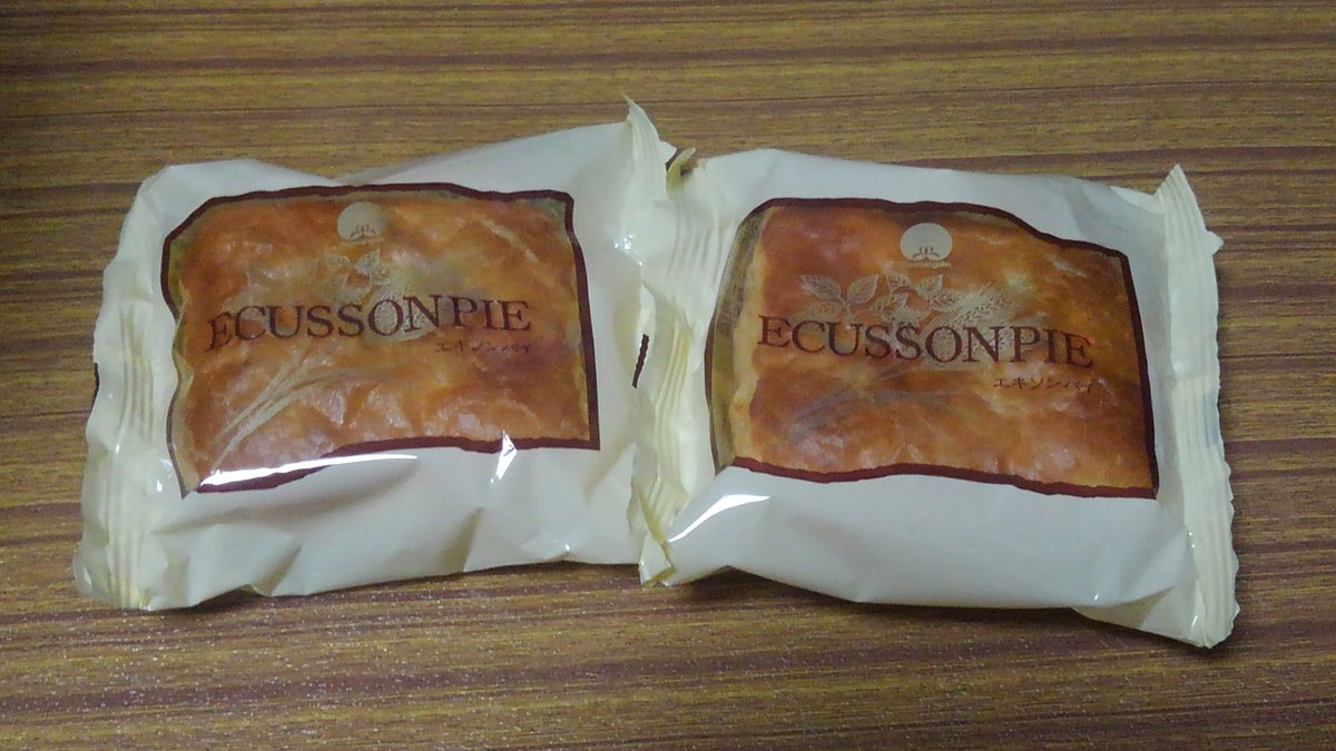 test ツイッターメディア - そして桃以外のお土産🎁  最近は日本橋ふくしま館で買えるお菓子が増えたので、あえてそこでは買えないエキソンパイを☝ パイの中の白餡には胡桃が練り込んであって美味しいのです😊  チョコままどおるは夏の間はお休みだそうです…また冬に行くか(笑) https://t.co/7tb8hOuxId
