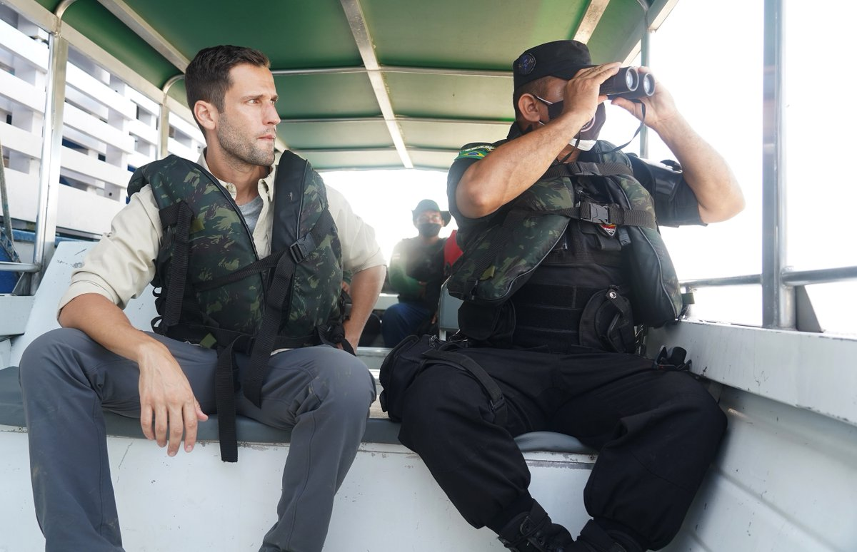 In tomorrow's premiere of #UnknownAmazon @pedroandradetv joins the Brazilian police's environmental patrol team trying to stem the tide of illegal fish, drugs & guns that are transported along the #Amazon. US viewers - watch the first episode for free on https://t.co/ExyNnZM27L https://t.co/JuP4B2gVE4