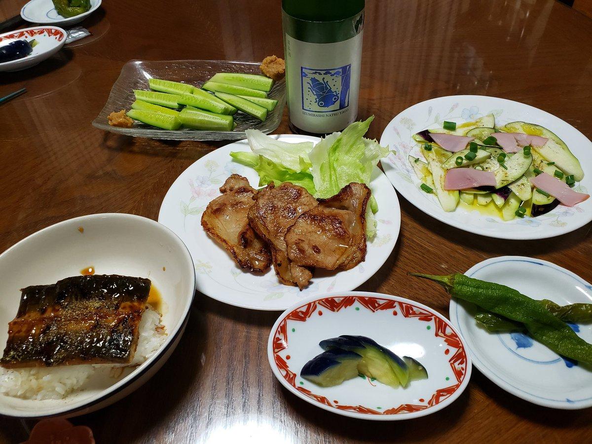 test ツイッターメディア - 1ヶ月前に予約した宮崎県産鰻長焼き、夫とシェアの予定が急遽孫が木曜日迄泊める事になり1/3ずつに。減ってしまったので、豚肉生姜焼も付けました。高価でなければ毎日でもいいぐらい鰻美味しかった。日本酒は頂き物の泉橋酒造夏ヤゴ ブルー 初めて飲んだけど爽やかで鰻ににぴったりでした。#日本酒 https://t.co/y8BjzcAbFO