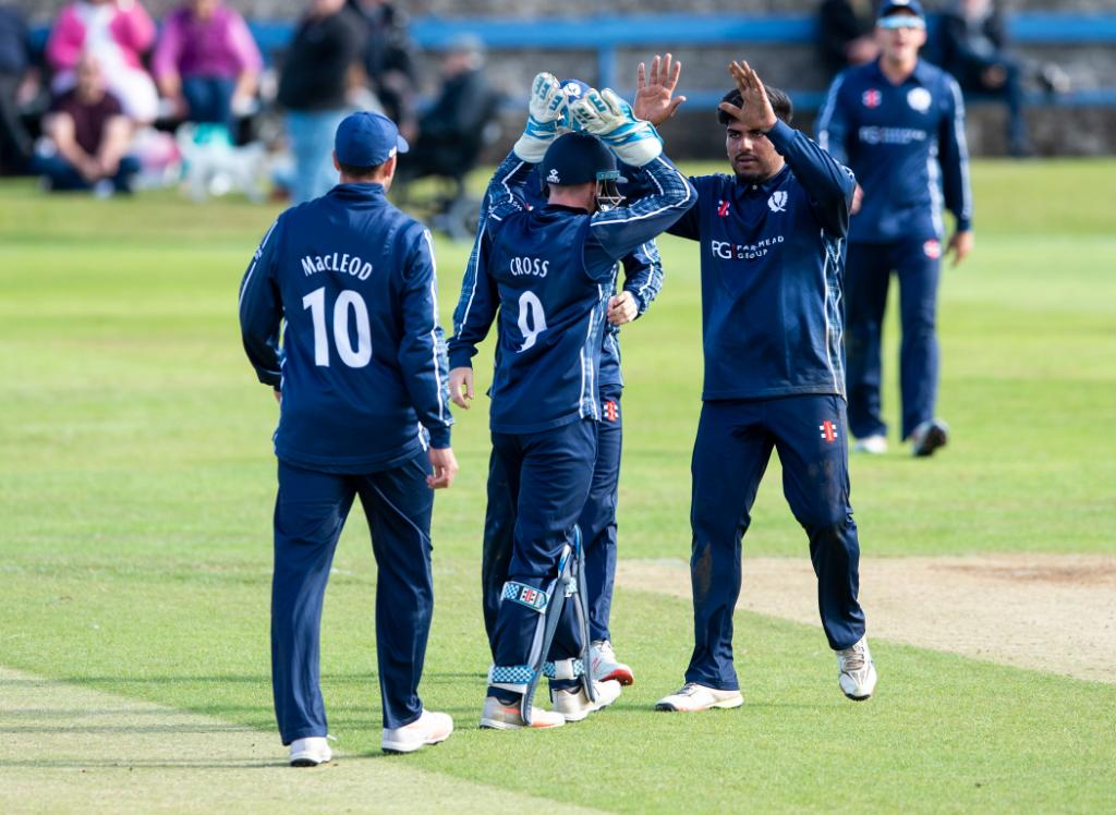 Scotland win!  A comprehensive performance from the Scotland bowlers sees them beat Oman by 85 runs. https://t.co/UhHTJSUP0w