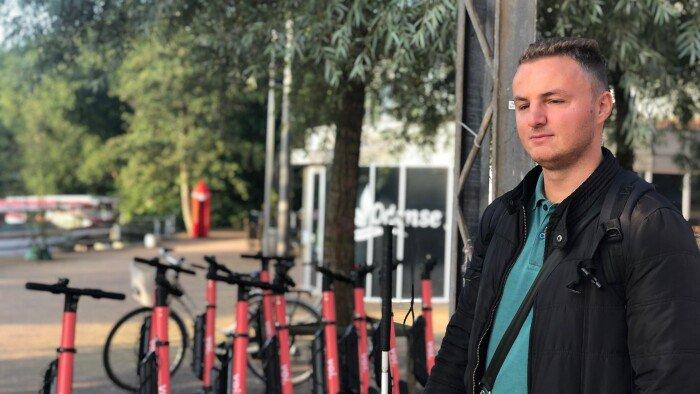 test Twitter Media - Blinde Edis snubler over el-løbehjul: 'Vanskeligt at bevæge sig i byen' https://t.co/UhL3XeXczB https://t.co/CbhxCV1W9P