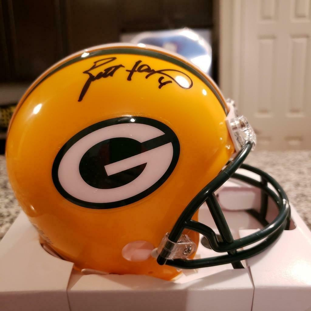 RT @jrehor: So....anyone interested in a chance to win this autographed Brett #Favre mini helmet? #packers https://t.co/hyTLXJFe47