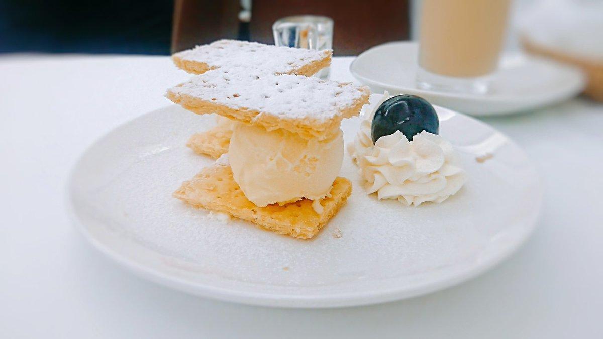 test ツイッターメディア - 銀座ウエストさんの「アイスミルフィーユ」。 ミルフィーユのカスタードクリームの代わりにバニラアイスを挟んだ裏メニューです。 #純喫茶コレクション https://t.co/W2fftqkkW2
