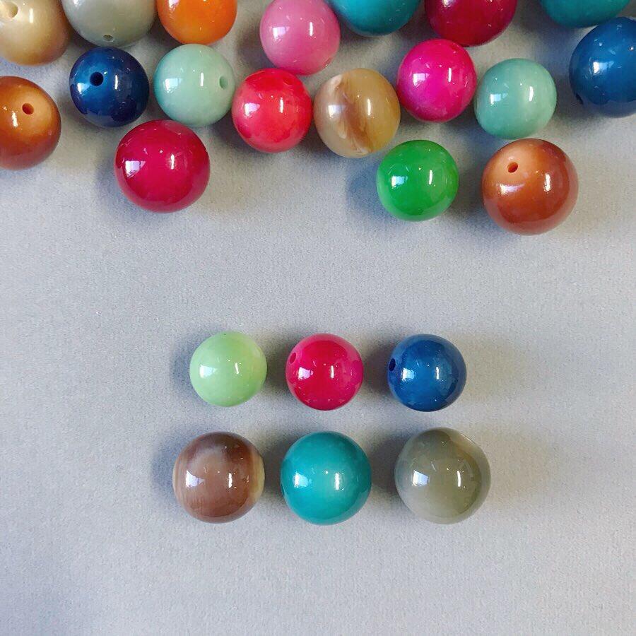 test ツイッターメディア - 🔵Round Plastic Beads 〜Vintage France🔴 とっても重宝する丸ビーズ✨ 色の組み合わせを考えるのが楽しい☺️  サイズ : 小11mm、 大13mm  ●色とかたちを楽しむ! 9.10-10.6 @梅田蔦屋書店 ルクアイーレ9F  ●素晴らしき時代マーケット 9.25-30 @阪急うめだ本店9F 祝祭広場  #イドラ #ビーズ #可愛い https://t.co/bZo6cw8383