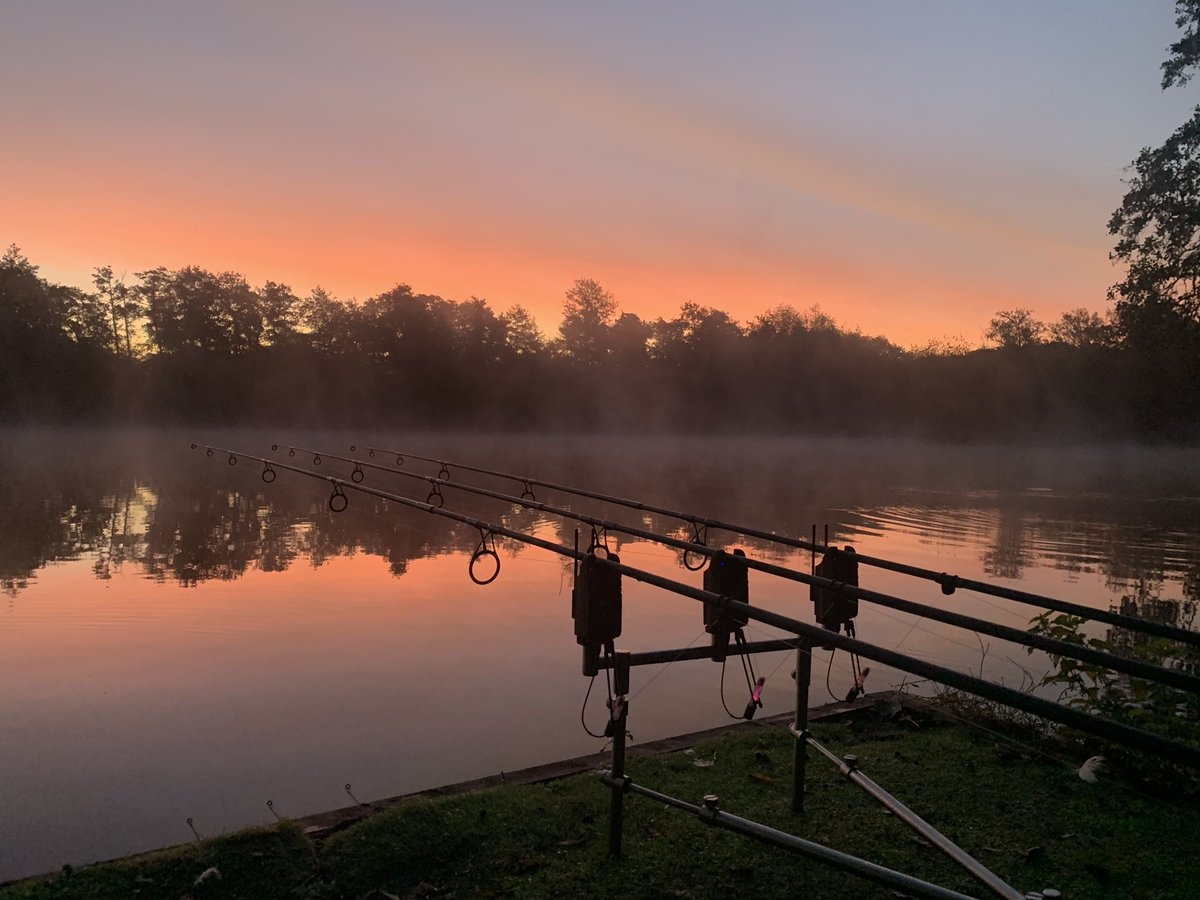Was a <b>Beautiful</b> autumn sky this morning! #carp #carpfishing #carpfishinguk #thatscarpy https: