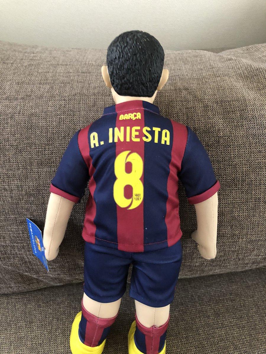 test ツイッターメディア - 胡散臭い中東系の兄ちゃんから買ったイニエスタの人形。特別に10ユーロでええわ言われたけど正規の値段なんぼなん。てかこれオフィシャルグッズなん? https://t.co/lOvAwFfgrk