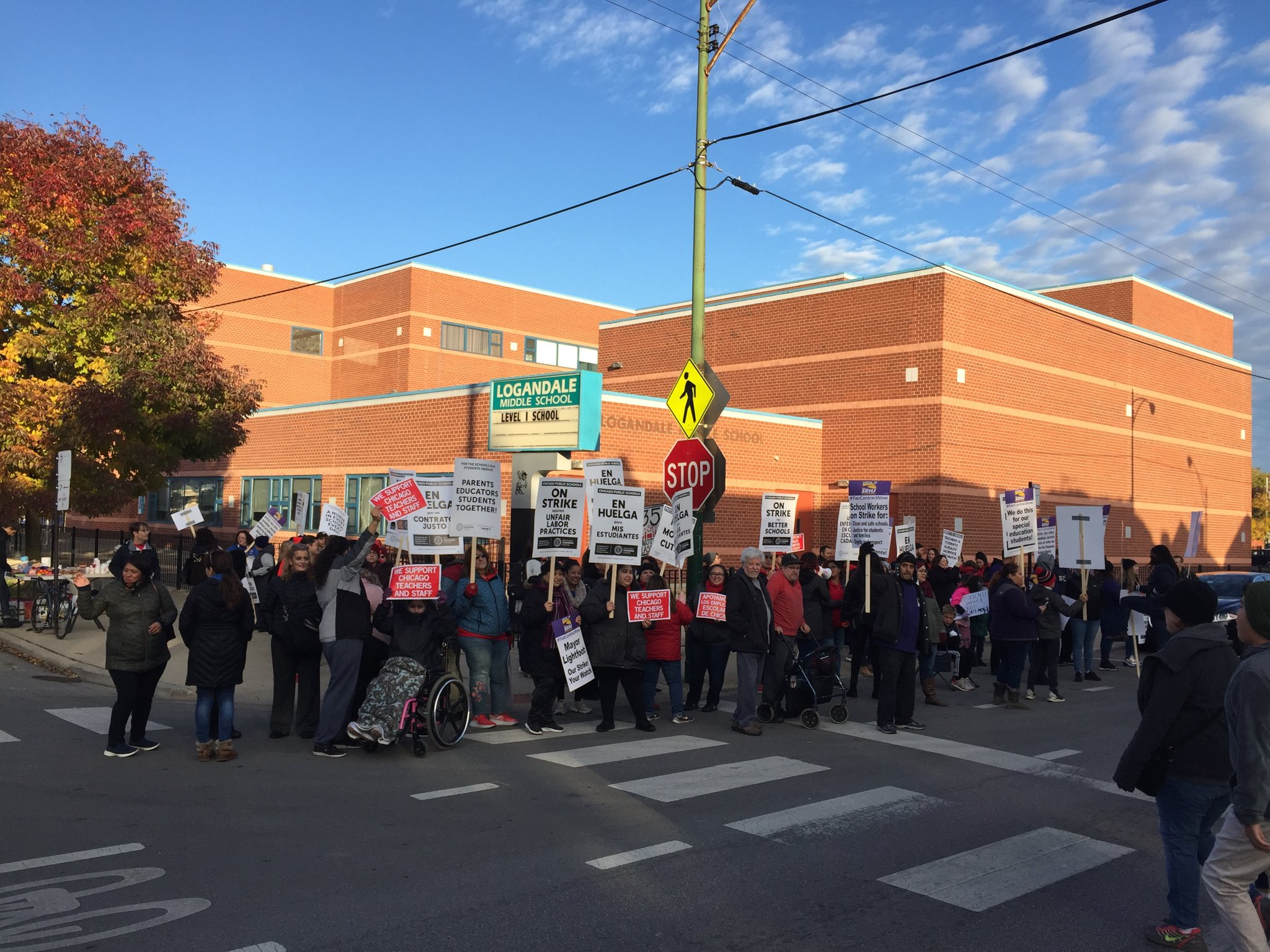 """No better way to start the day than being greeted by a picket line of raucous teachers chanting: """"get up, get down, Chicago is a union town!"""" https://t.co/RldM0DkupK"""