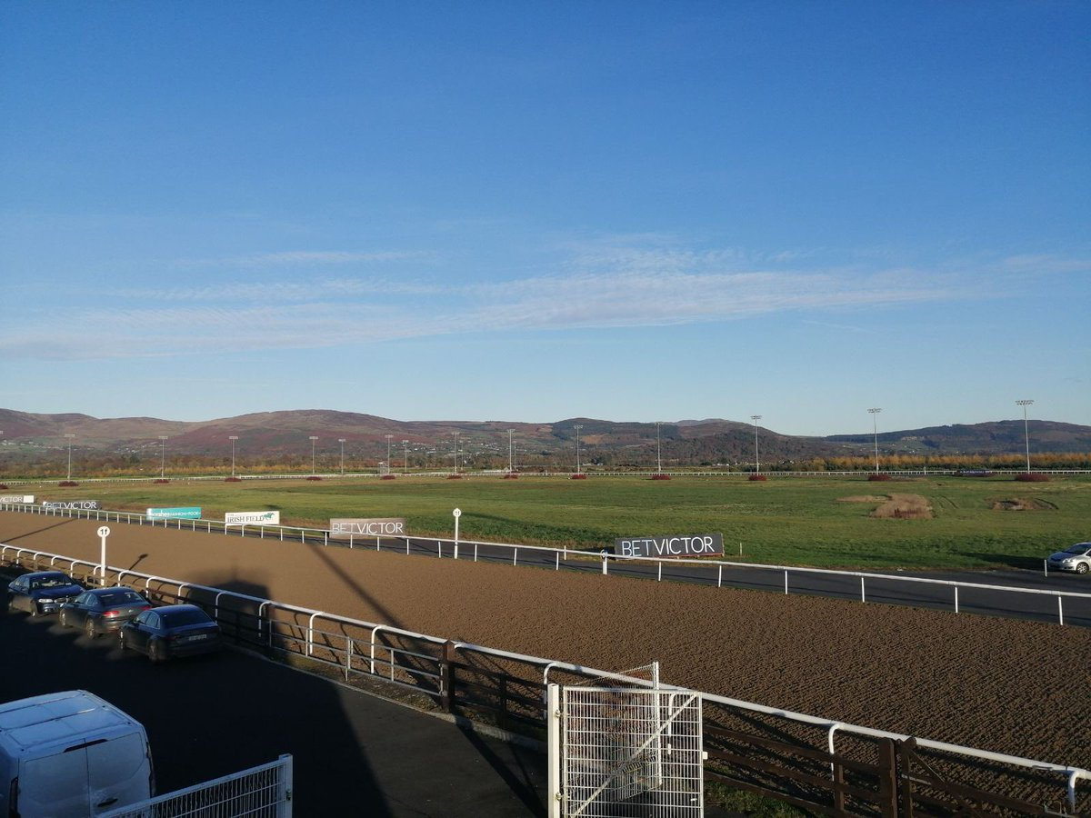 test Twitter Media - ☀️ @DundalkStadium looks splendid ahead of racing tonight #comeracing @RacingTV @HRIRacing https://t.co/jR0noOdSrH