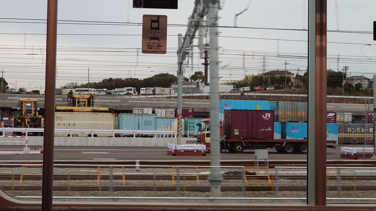 test ツイッターメディア - それから12000系に乗り東海道貨物線へ。 ここに乗るのは辻堂のホーム拡張で東海道線が迂回した時以来。  自分の住む街の北側の地下をひたすら真っ暗に進む、途中静かになったところは大口の高架かな?  新鶴見を横須賀線から離れた位置で見られて、まだ臨時列車みたいな感覚でテンションあがる(^o^;) https://t.co/L5XM0suLvE