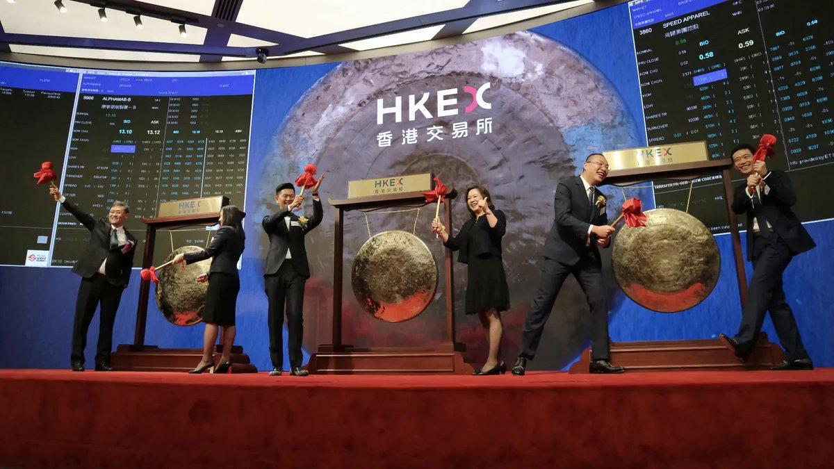 今天再有三家公司在 #香港金融大会堂 鸣锣上市。欢迎加入香港交易所!#IPO #Listing https://t.co/dYxRFH167L
