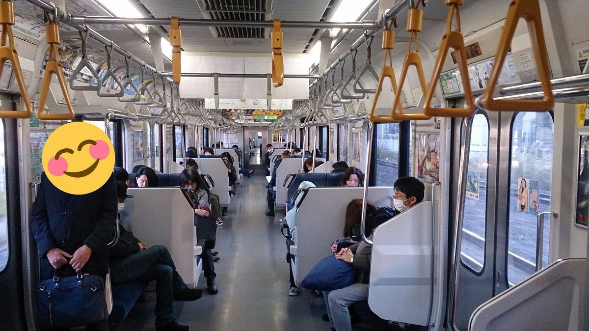 test ツイッターメディア - 総武線快速 横須賀線直通列車 土曜日745頃の新小岩→錦糸町 8・9号車の様子 平日のラッシュ時とはえらい違いでガラガラ 直通の続行にしても空いている 直前に乗っていた各駅停車は土曜登校ある私立学生でそこそこ乗っているが快速には学生が少ない 行楽客多くなる9・10時台は凄い混み様だが https://t.co/m48k1SYEsl