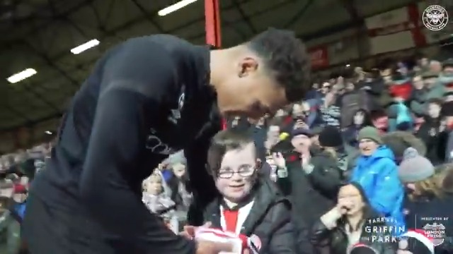 ❤❤ Football has the power to be so positive  #BrentfordFC https://t.co/iehLKbvwI3