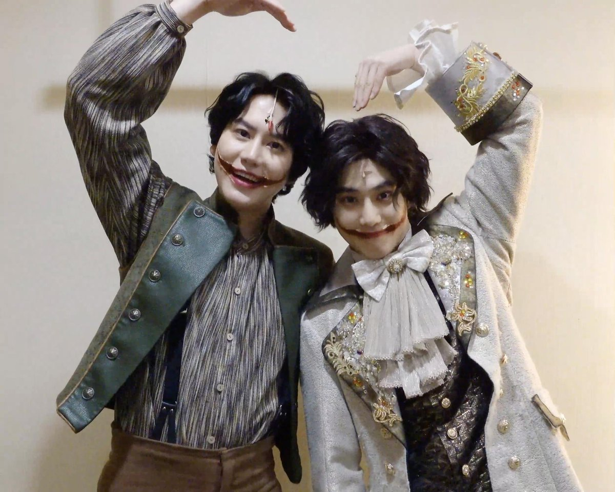 [🎥📸 #KYUHYUN & #SUHO]  Greetings from KYUHYUN & SUHO, currently acting in the musical [The Man Who Laughs] as the character 'Gwynplaine'!👋 Have a heartwarming winter with the musical [The Man Who Laughs], based on Victor Hugo's original novel!  📍 Seoul Arts Center Opera House