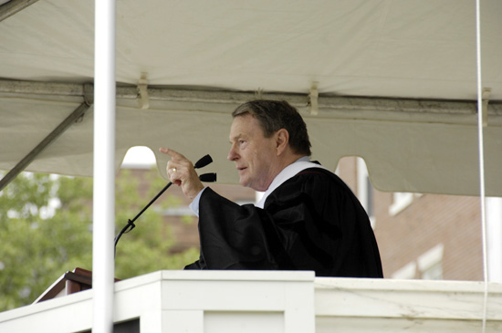 test Twitter Media - We are saddened to hear of the passing of PBS NewsHour co-founder and longtime anchor Jim Lehrer Hon. '07, P'85. In addition to being a Wesleyan parent and honorary degree recipient, Lehrer was also the commencement speaker for Wesleyan's Class of 2007: https://t.co/qMjRwNdcSp https://t.co/fu7inwxRUU