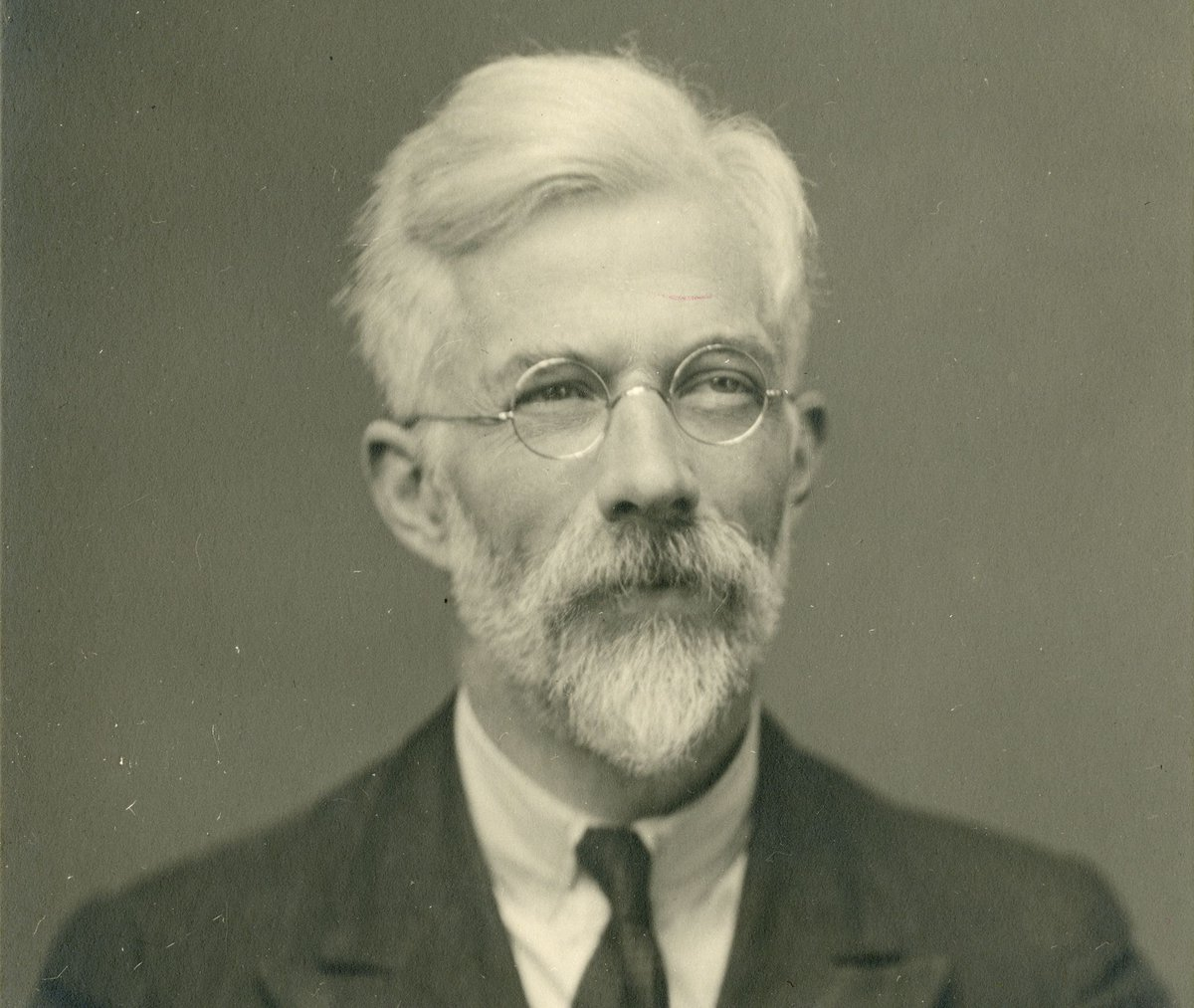 #OnThisDay in 1890 Sir Ronald Fisher, was born. Sir David Spiegelhalter discusses how the work of amateur mathematician Thomas Bayes and statistician Ronald Fisher helped to shape the current thinking of probability. Watch the video  #PeopleOfScience #Maths