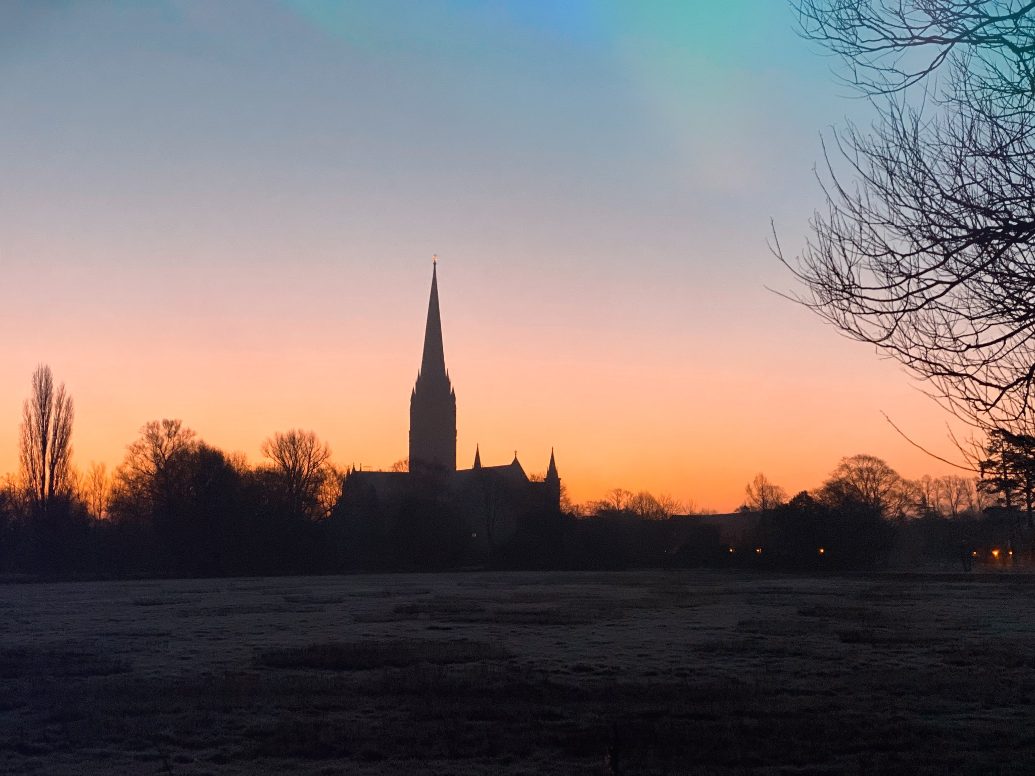 My view right now. Over in Salisbury trying to capture the rising sun behind the spire https://t.co/BBEbFCS1zo