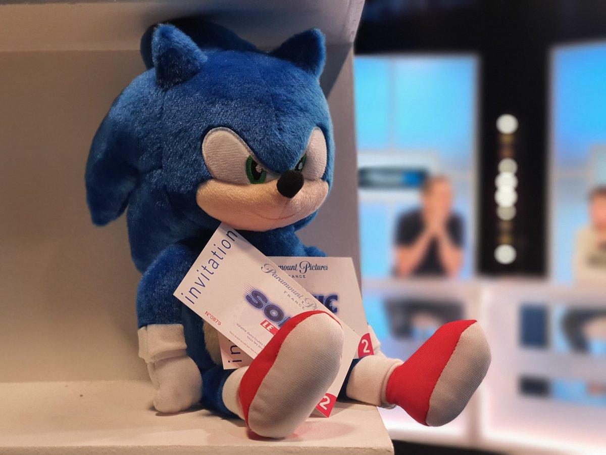 RT + Follow pour tenter de gagner deux places pour le film Sonic !  Tirage au sort du #concours le 19/02 🎁😇 #TEAMG1 #SonicLeFilm