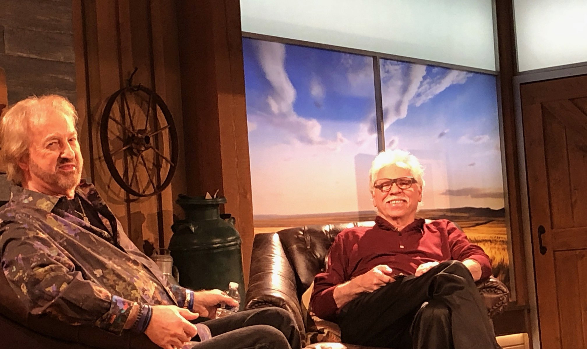 A @DivineDetour photo .... @joebonsall and The ACE @DUANEALLEN waiting for the @OfficialRFDTV show ... #RuralAmericaLive https://t.co/yok2iRfB9w