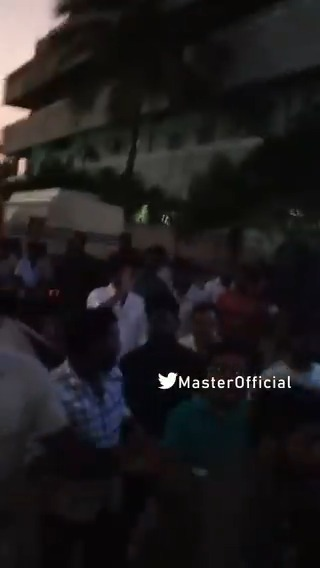 Video: #ThalapathyVijay responds to fans who were waiting outside #Master shooting spot. @actorvijay @MasterOfficiaI