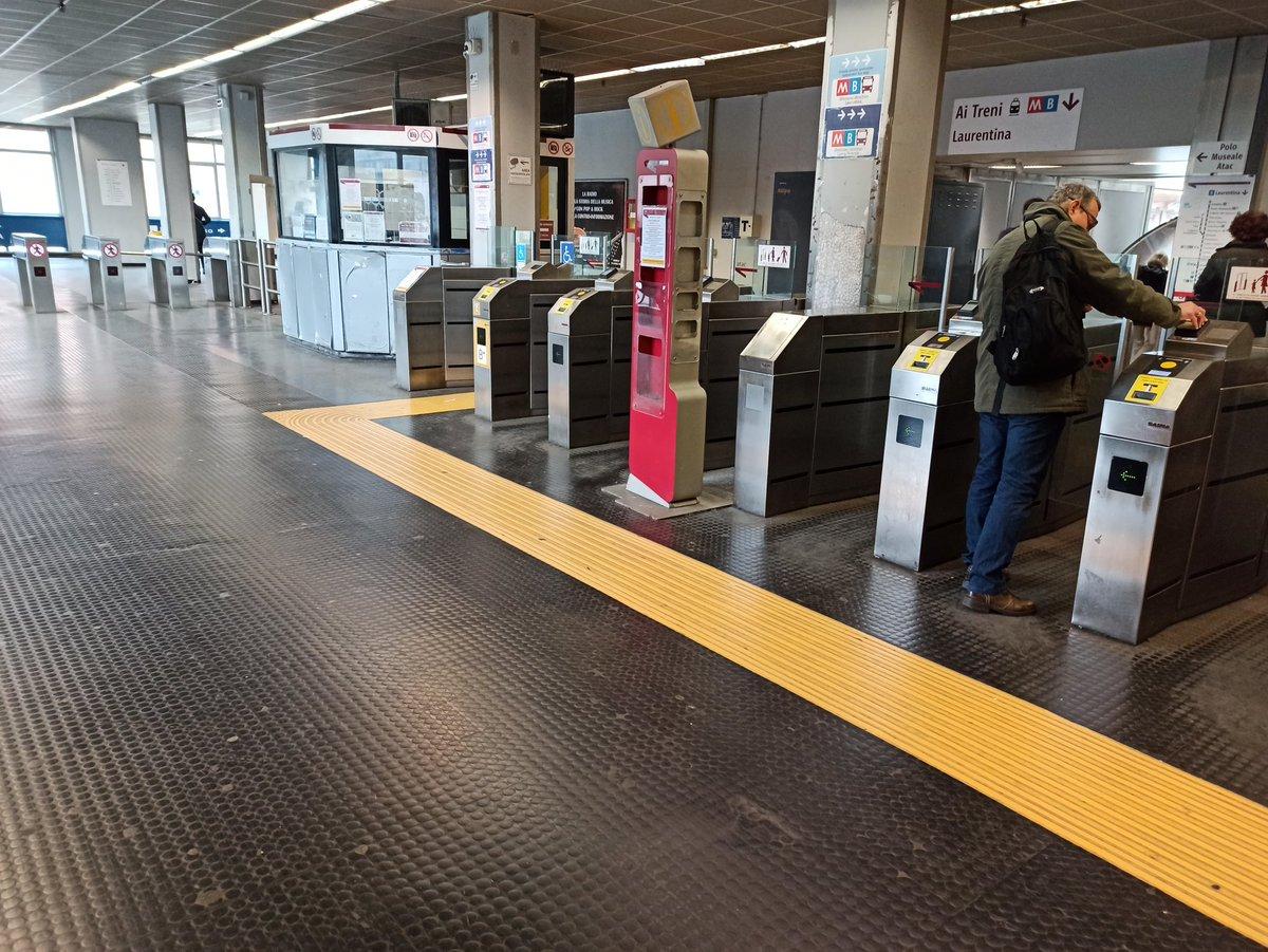 test Twitter Media - La paura ha iniziato a colpire anche #Roma. Ore 8:44, la Stazione Ostiense/Piramide è deserta. #Buongiorno 😊. .  #coranavirusitalia #COVIDー19 #Pandemia https://t.co/qDB2i7qn8R