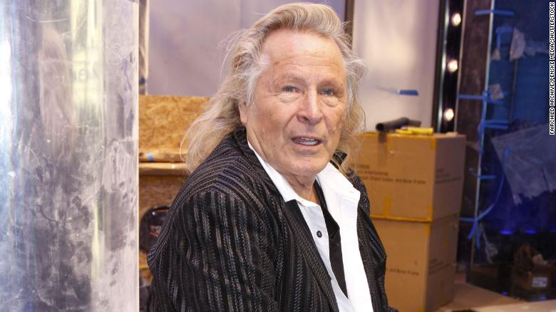 The FBI raided fashion mogul Peter Nygard's office after he was accused of sex assault and sex trafficking https://t.co/i4BaLUyScR https://t.co/LzQ41Gc05V