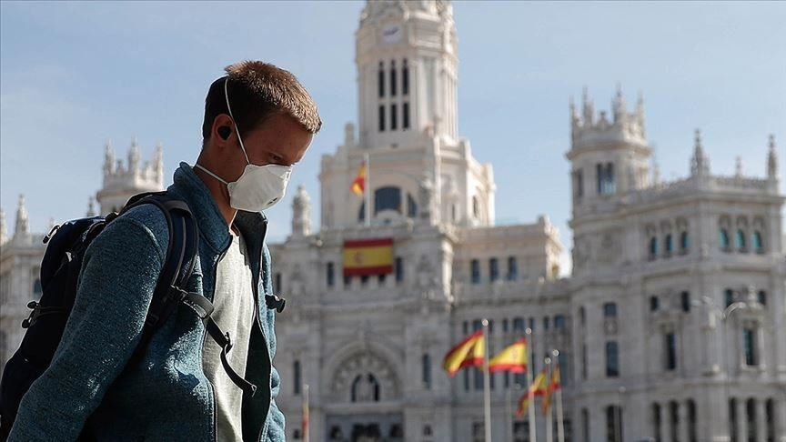 #ÚLTIMAHORA: Situación de la pandemia en #España 🇪🇸:  - 56.188 infectados por #coronavirus en el país (6.611 más que anoche, de momento)  - 3.679 de ellos en cuidados intensivos (513 más que ayer) - 4.089 fallecidos (655 más que ayer) - 7.015 dados de alta (1.648 más que ayer)